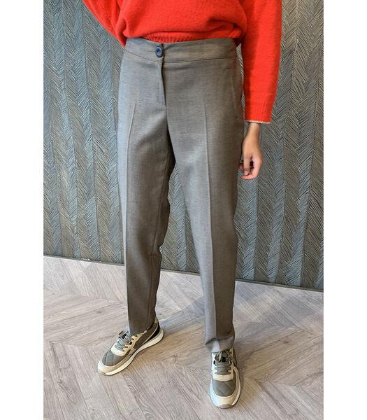 Pantalon avec des jambes de pantalon assez étroit