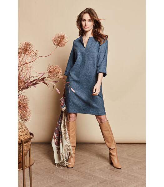 Blauw getinte jurk met wijde mouwen