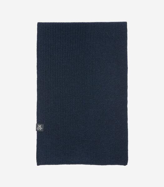 Gebreide sjaal van zachte scheerwol