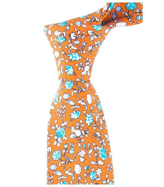 Cravate à fleurs en soie