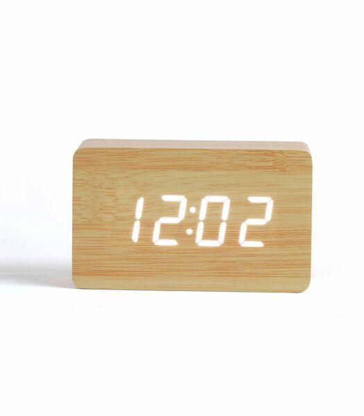 Digitale klok met lichte houtlook