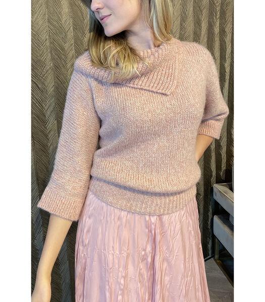 Pittige roze trui met speciale kraag