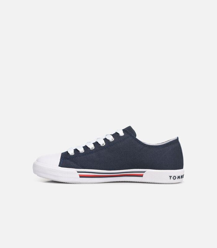 Low cut sneaker image number 2